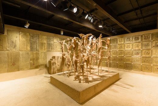 Liz Glynn: RANSOM ROOM Installation view SculptureCenter, 2014