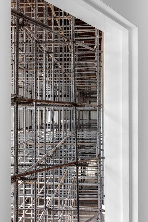"Ruben Ochoa ""If I had a rebar for every time someone tried to mold me,"" 2007-2017 Rebar, tie wire and dobie blocks 120 x 58 x 432"" [HxWxD] (304.8 x 147.32 x 1,097.28 cm)"
