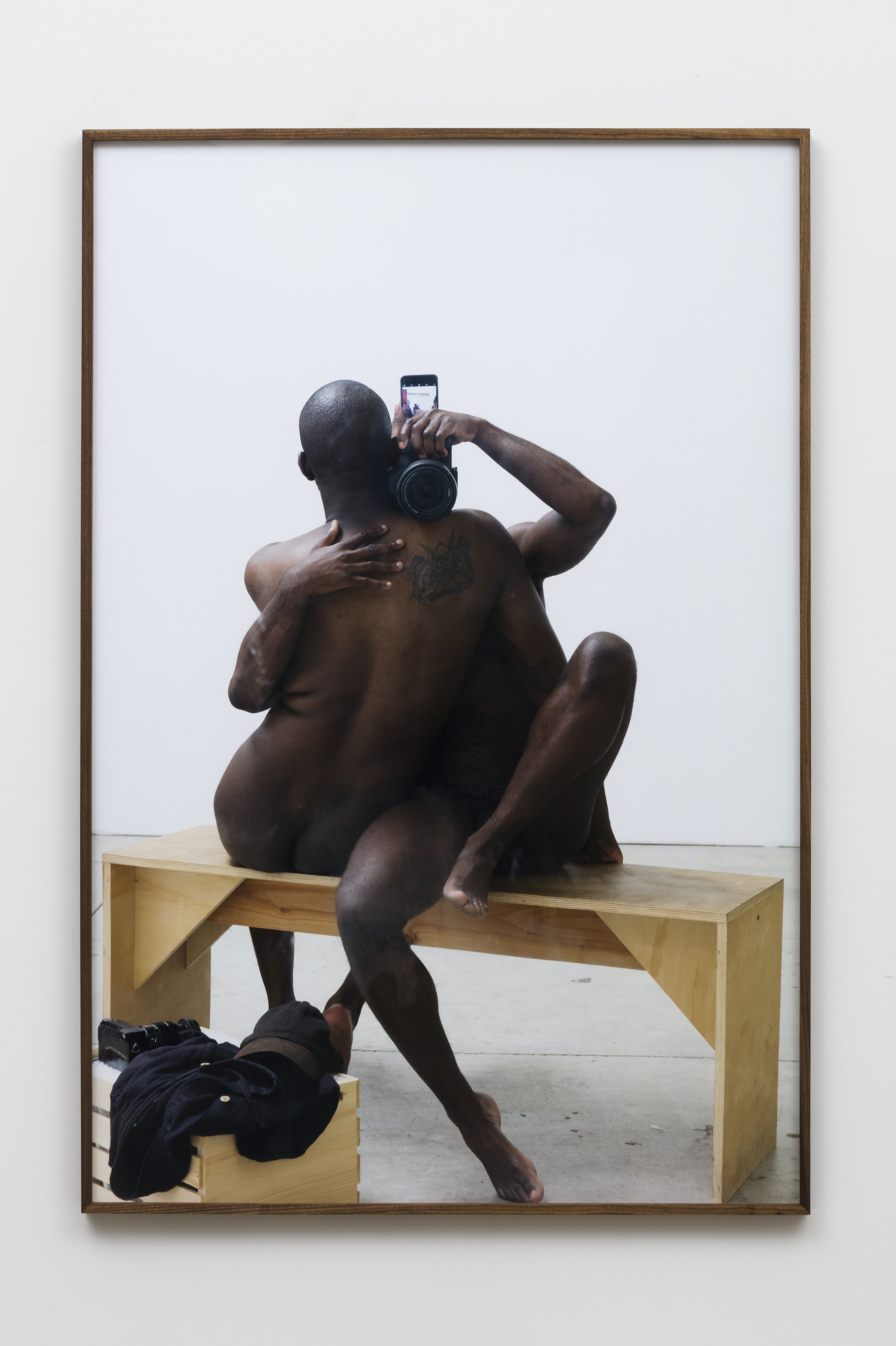 """Paul Mpagi Sepuya """"Figure (0X5A0918),"""" 2019 Archival pigment print 75 x 50"""" [HxW] (190.5 x 127 cm) Edition of 5, 2 AP Inventory #SEP652 Courtesy of the artist and Vielmetter Los Angeles Photo credit: Jeff McLane"""