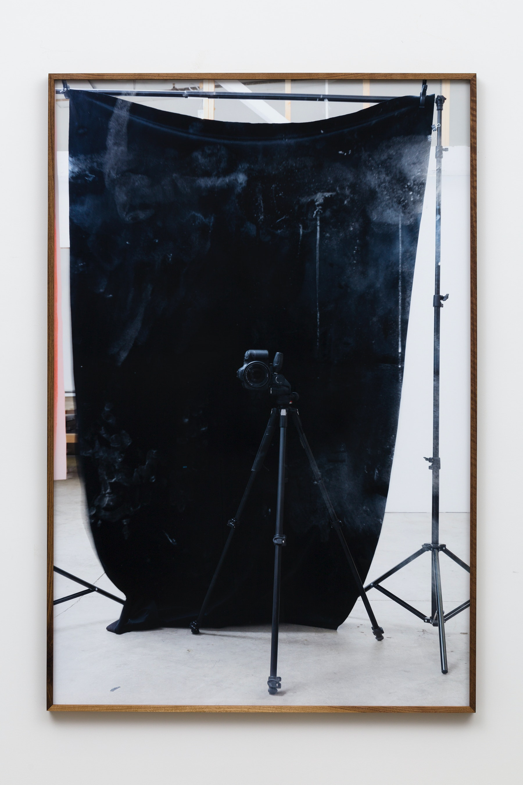"""Paul Mpagi Sepuya """"Drop Scene (0X5A1916),"""" 2019 Archival pigment print 75 x 50"""" [HxW] (190.5 x 127 cm) Edition of 5, 2 AP Inventory #SEP660 Courtesy of the artist and Vielmetter Los Angeles Photo credit: Jeff McLane"""